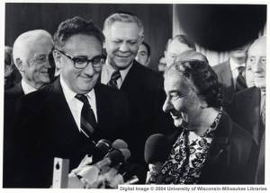 https://olharparaofim.files.wordpress.com/2010/12/kissinger_golder.jpg?w=300